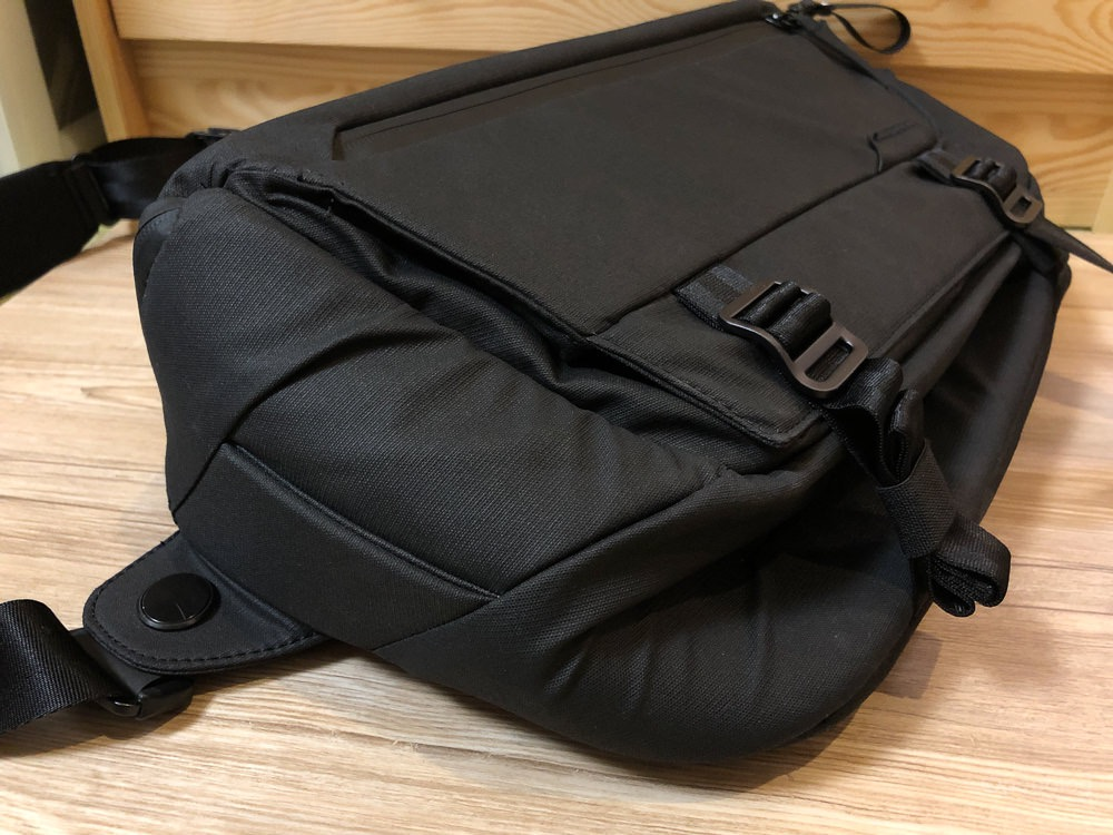 Peak Design Everyday Sling 10L カバンのサイズ調整