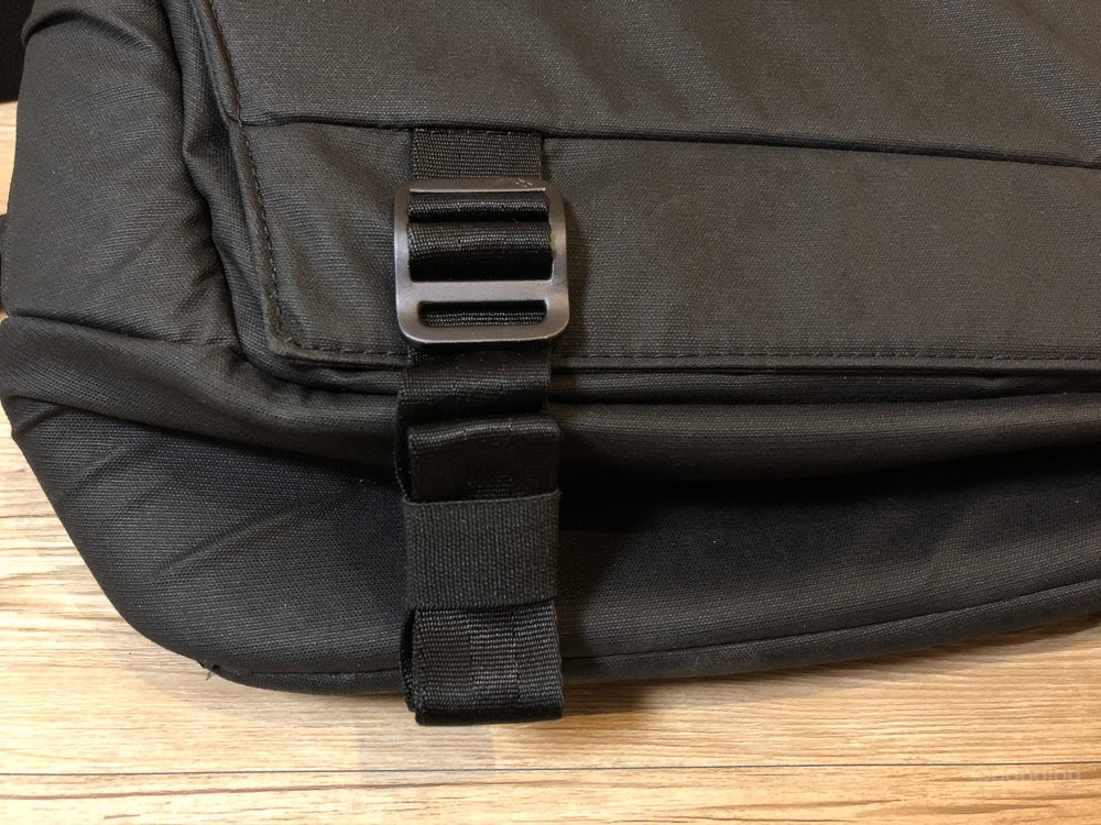 Peak Design Everyday Sling 10L ベルトをまとめる
