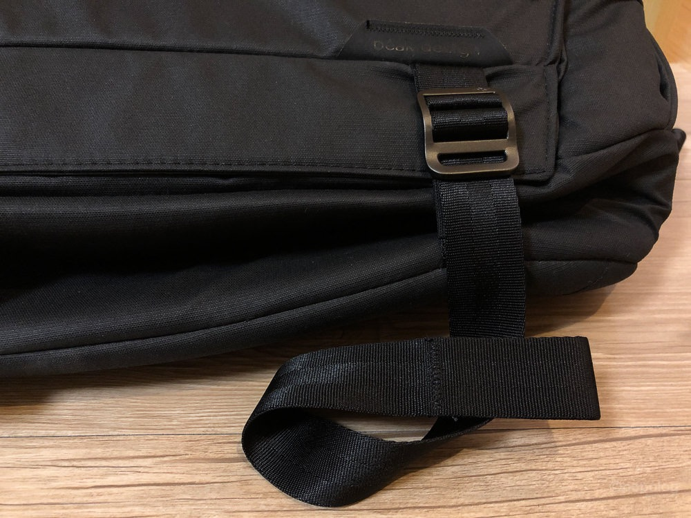 Peak Design Everyday Sling 10L ベルトを絞る