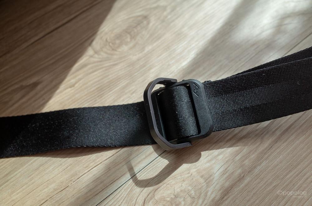 Peak Design Everyday Sling 10L 肩掛けベルトのバックルの使い方