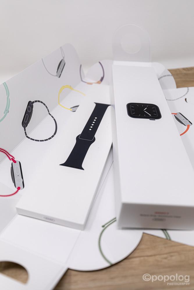 Apple Watch 5 の箱は本体とバンドが別々