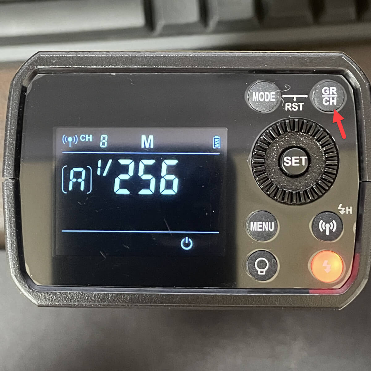 Godox AD200Pro チャンネル設定ボタンの位置